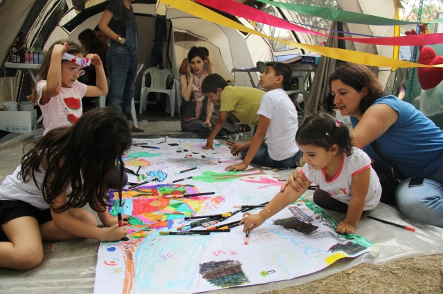 Free children's art workshop
