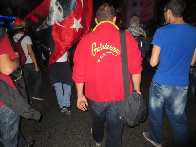 Galatasary marching with Fenerbahçe! The world has gone mad!