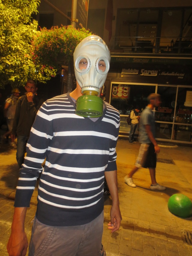 I love the green on this gas mask!